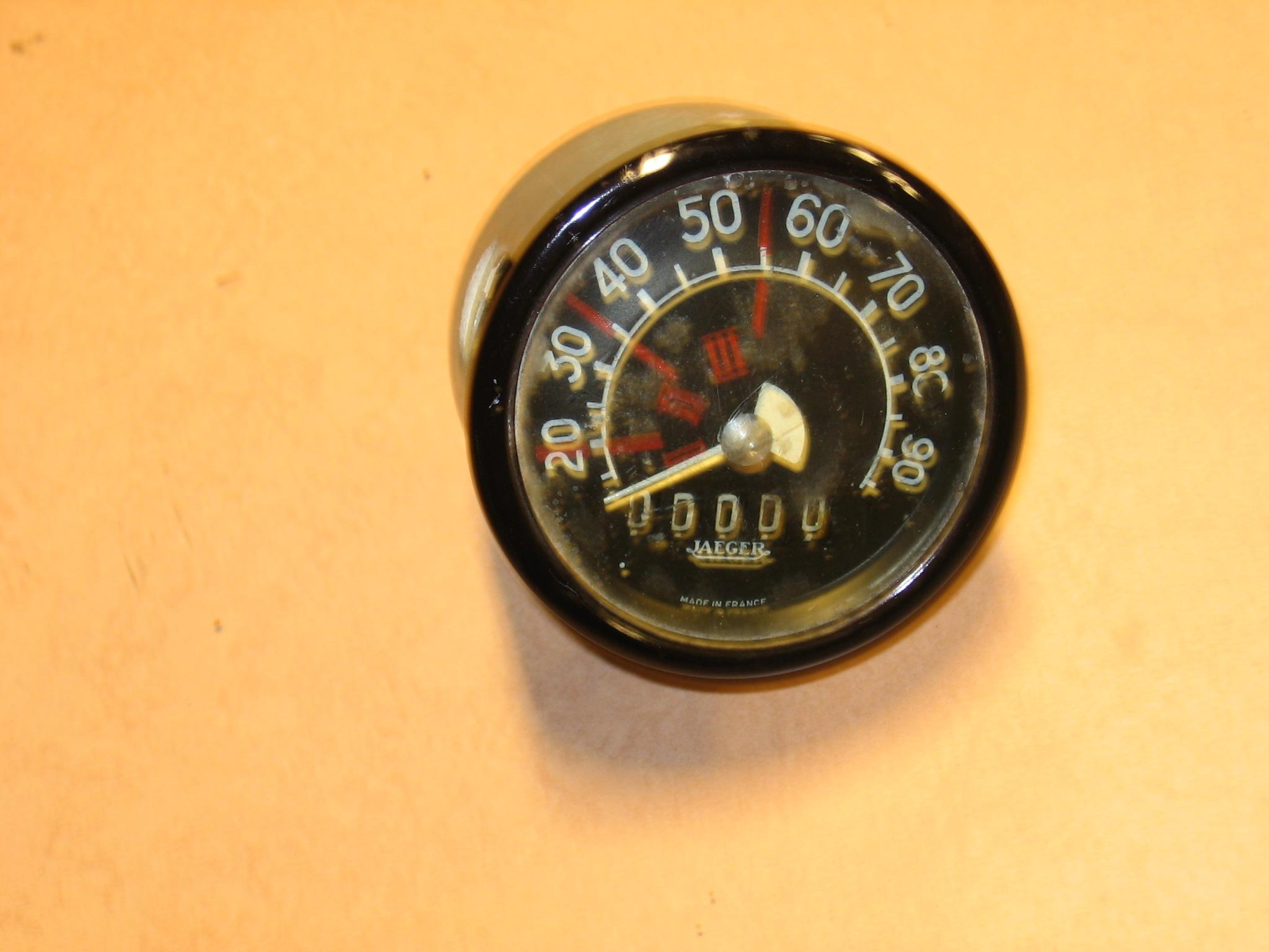OD0405 Kilometerteller-klokje, met 0000 kilometer weergave, NOS, voor 12pk (voor in uw gerestaureerde 2cv of in de vitrinekast) VERKOCHT