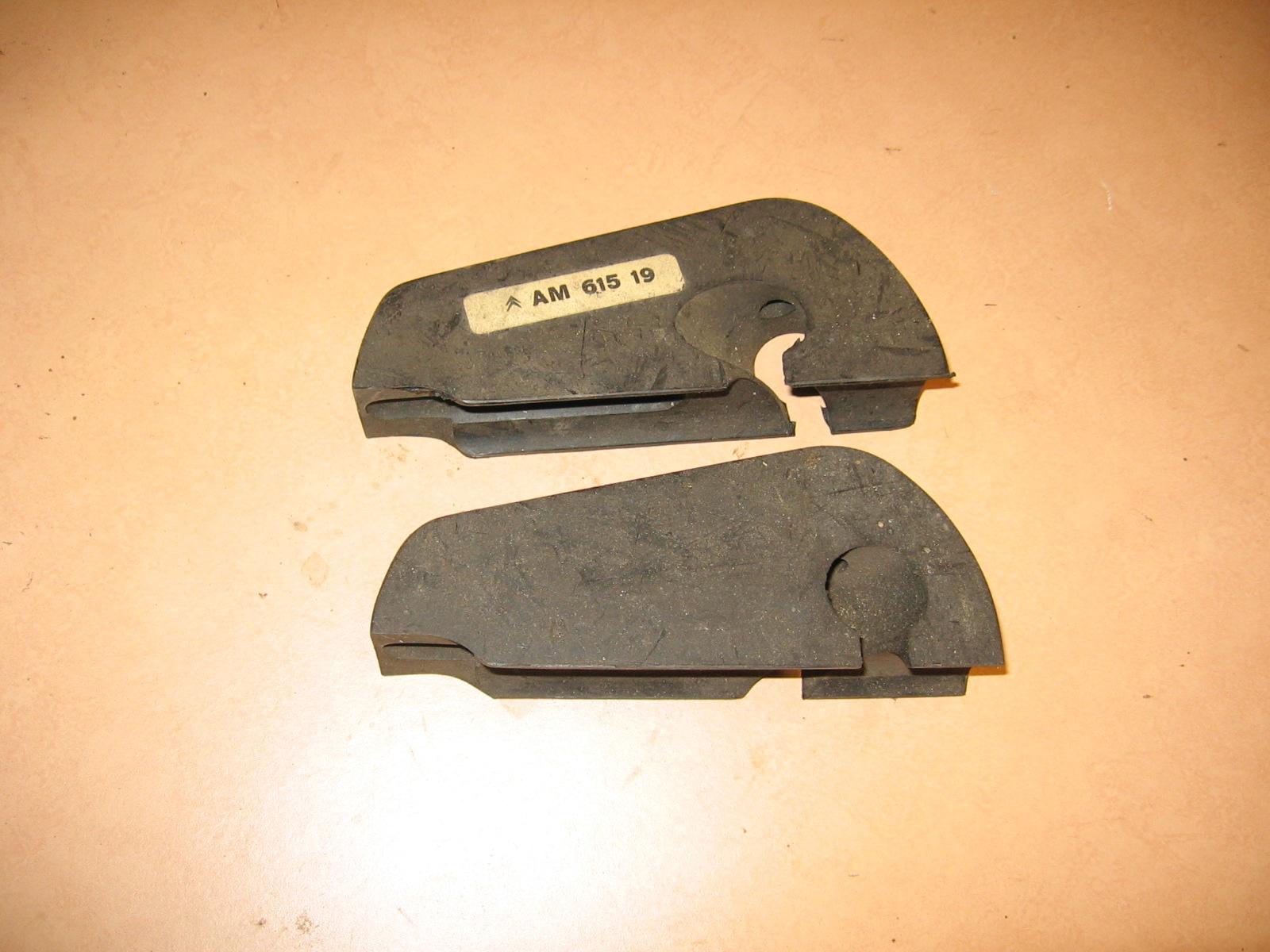 OD0460 stootrubberset aan de sierlijst van voorbumper Ami 6, NOS