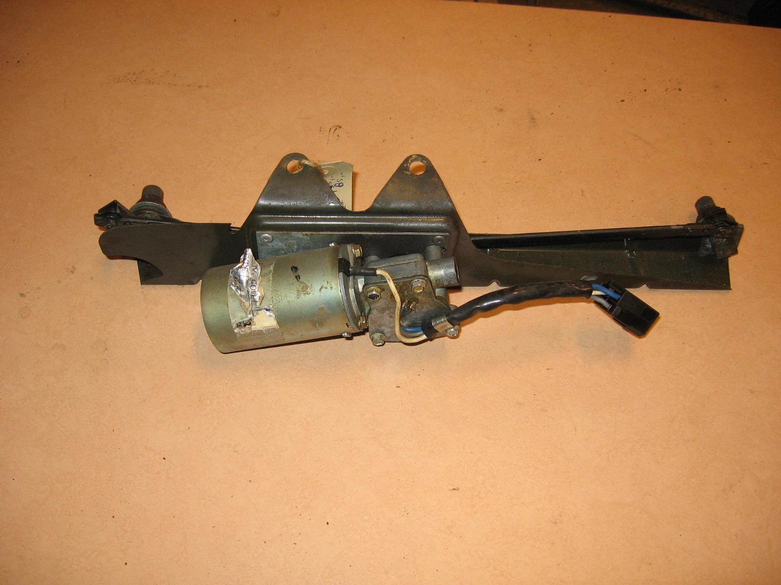 OD0467 ruitenwisser-motor (2e type), eventueel met frame, voor Dyane, incl. stekker (past ook op Mehari)