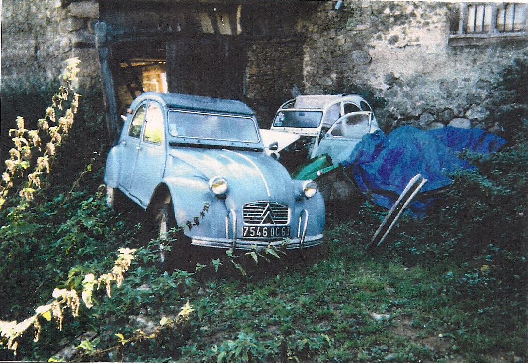2cv Azam 1964 uit Clermond-Ferrand inmiddels gerestaureerd en rijdend.