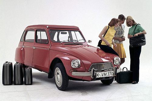 Dyane rood koffers reclamefoto