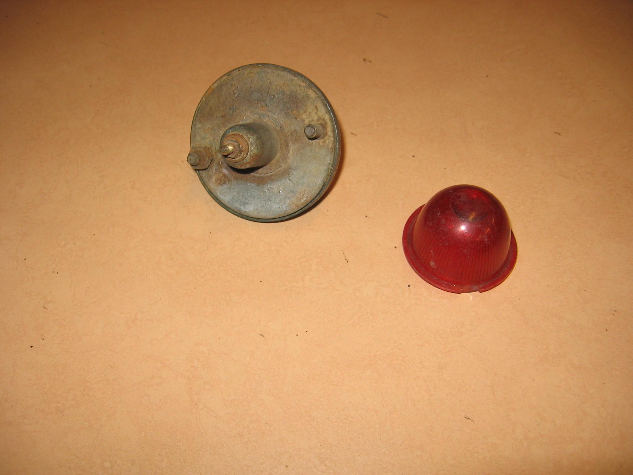 OD0400 Metalen huis + ring voor achterlicht, staat: gaaf, voor besteleend AU en AZU + HY